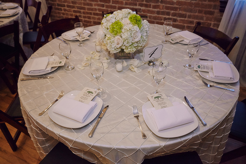 Simple elegance in brooklyn a brooklyn wedding for Simple table setting